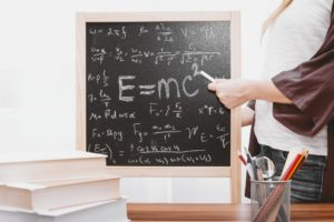 聰明絕頂的AI智慧也需要老師? AI不只需要Python課程,還有他們!!