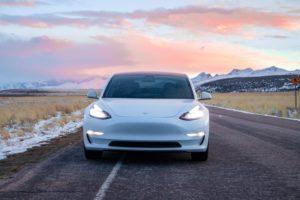 自動駕駛車創辦人馬斯克為何退出親手打造的AI人工智慧團隊?