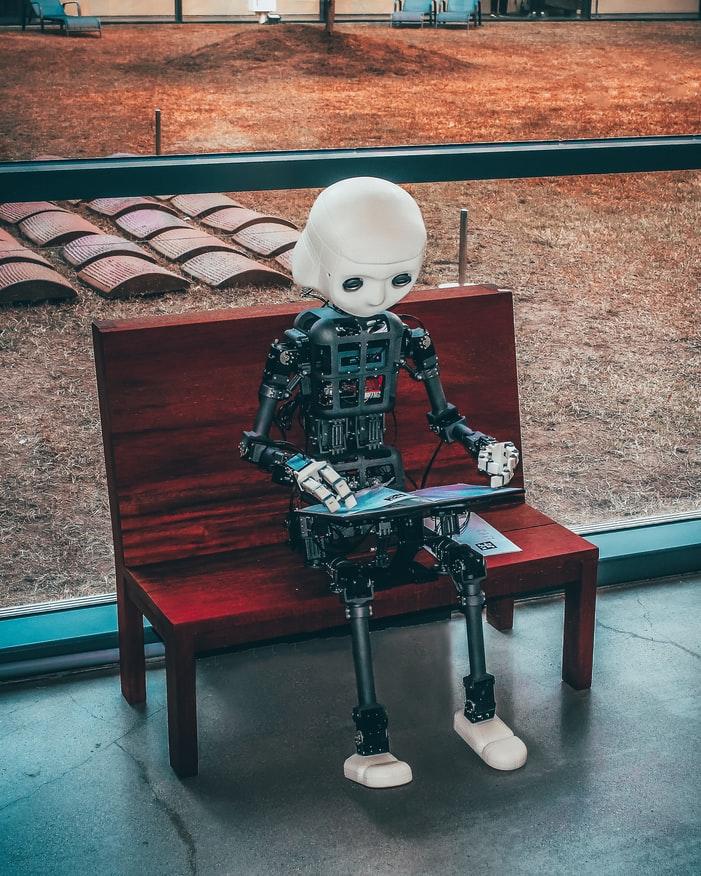 陪伴型人工智慧機器人正夯!!玩遊戲聊天都難不倒!!